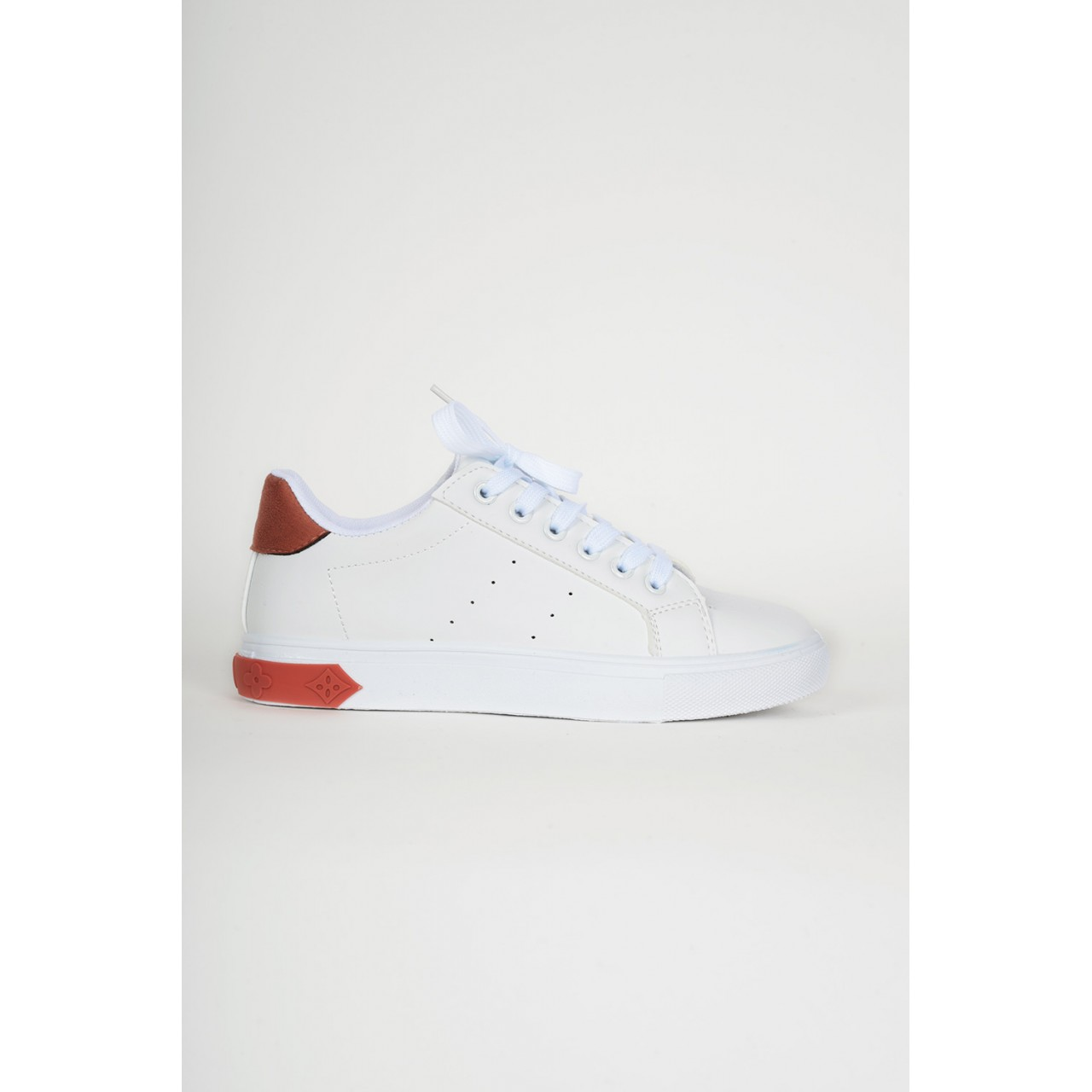 Sneaker with two tone colours