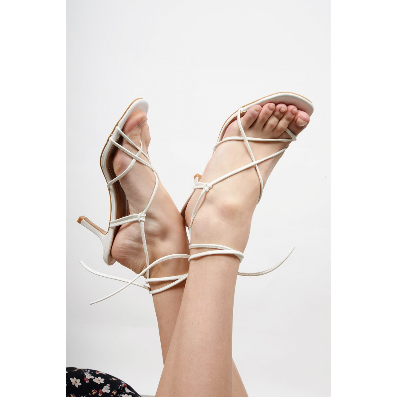 Tie-up mid heel shoe