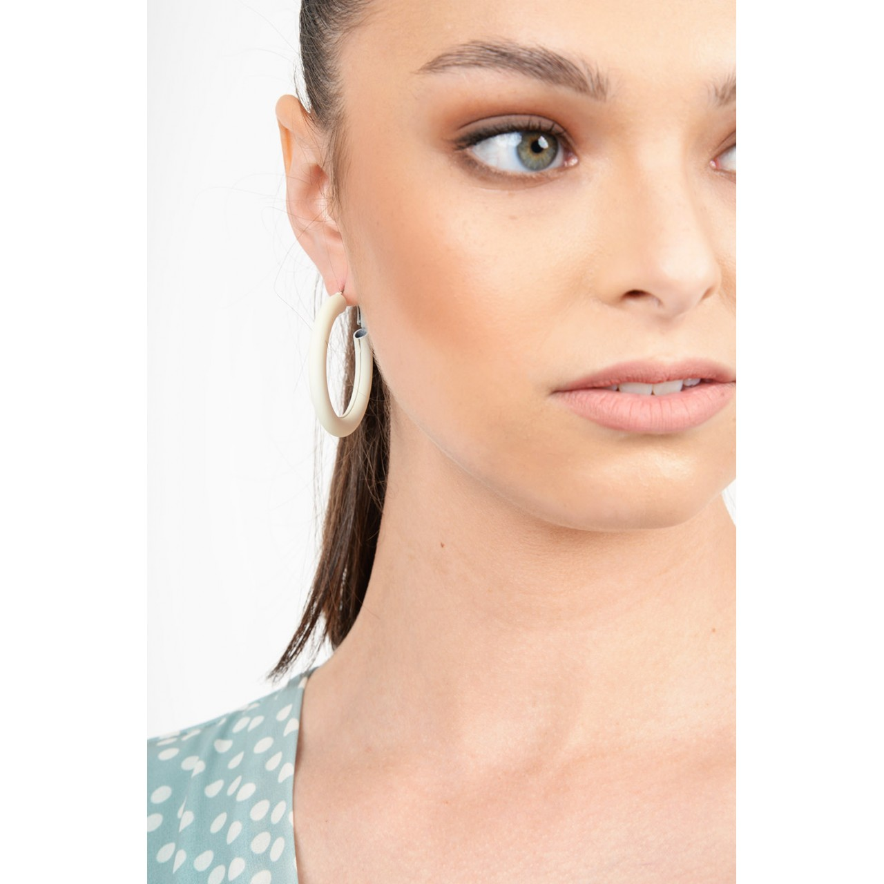 Linked round earrings