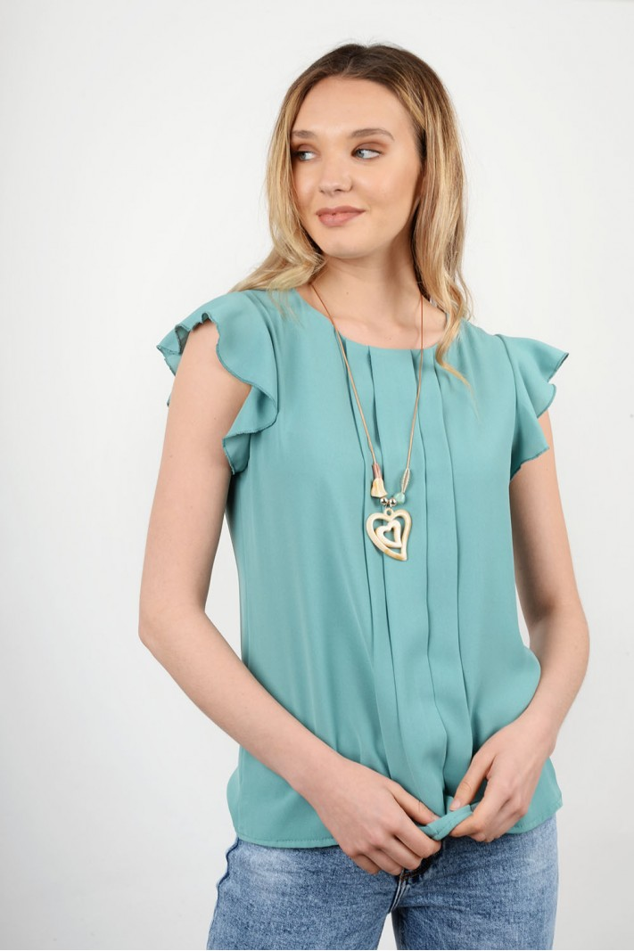 Pleated blouse with necklace