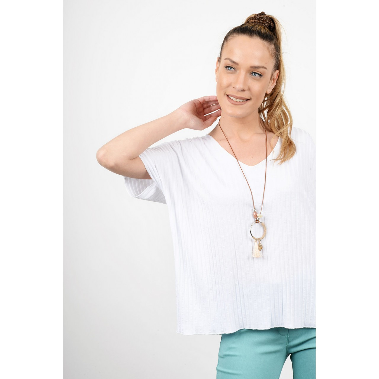 Rib blouse with necklace