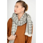 Scarf with fishbone pattern
