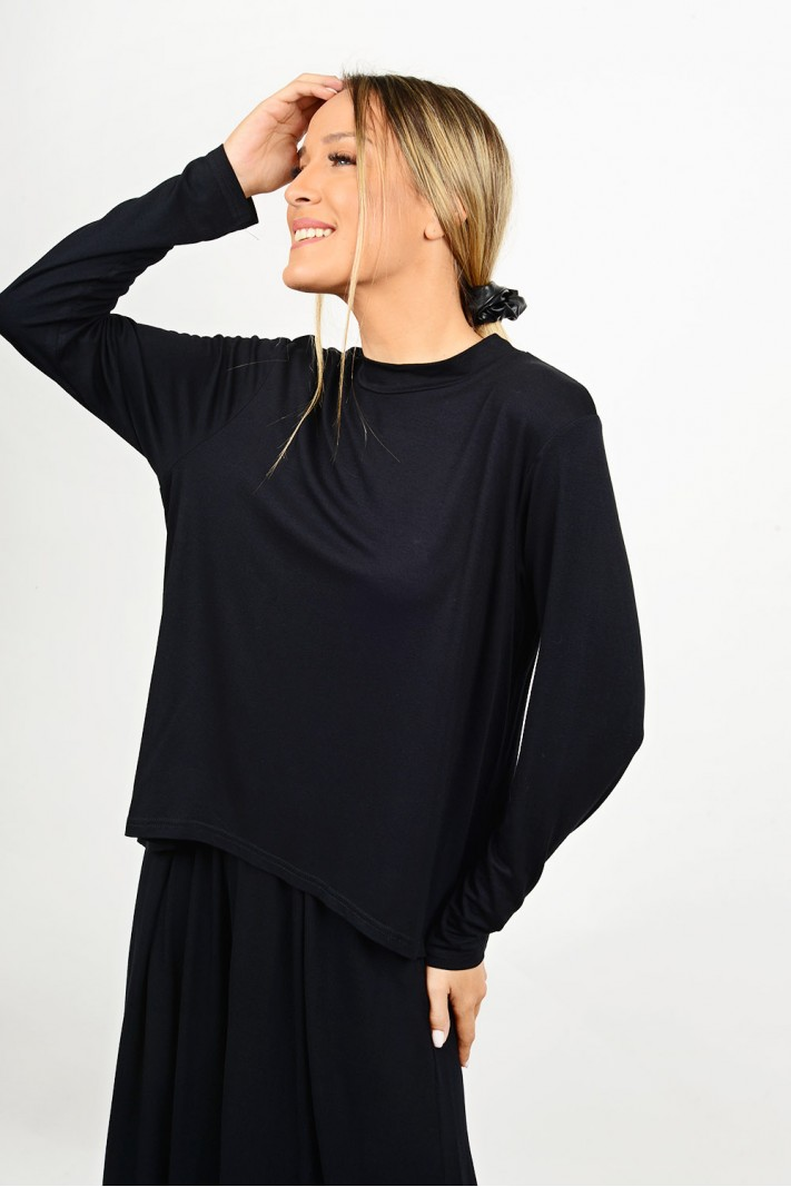 Asymmetrical blouse with opening