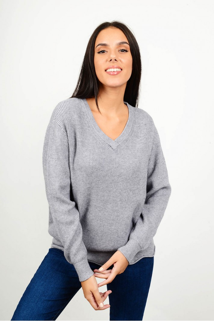 Oversized knit with v neck