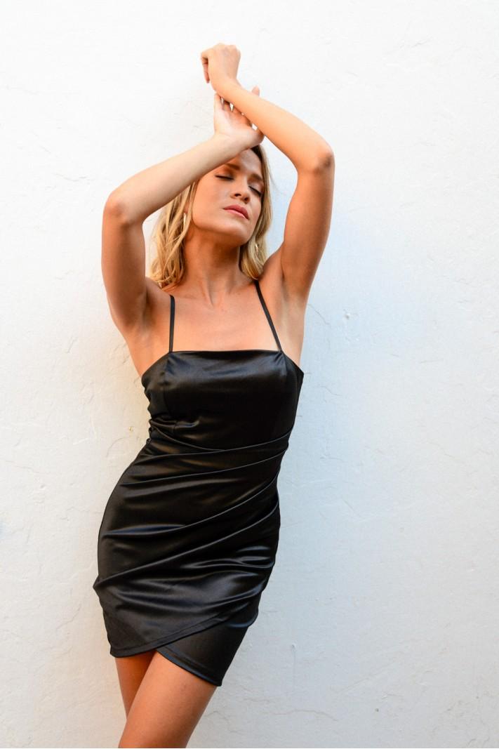 910.Φόρεμα κοντό σατέν με σούρες
