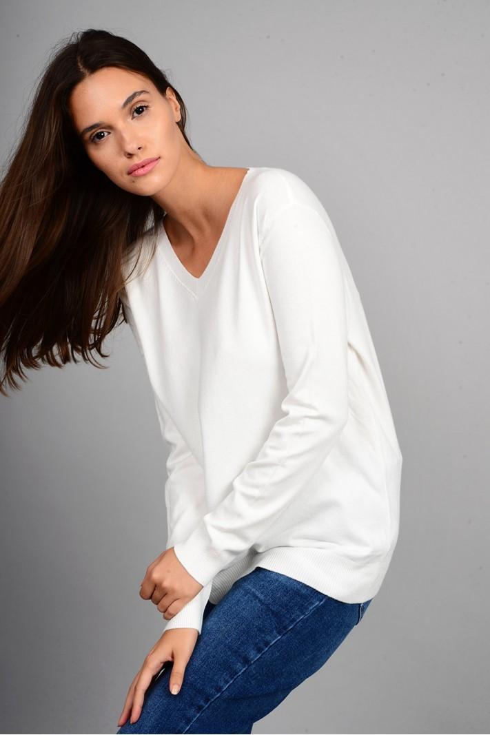 Oversized μπλούζα πλεκτή basic με v λαιμό εκρού