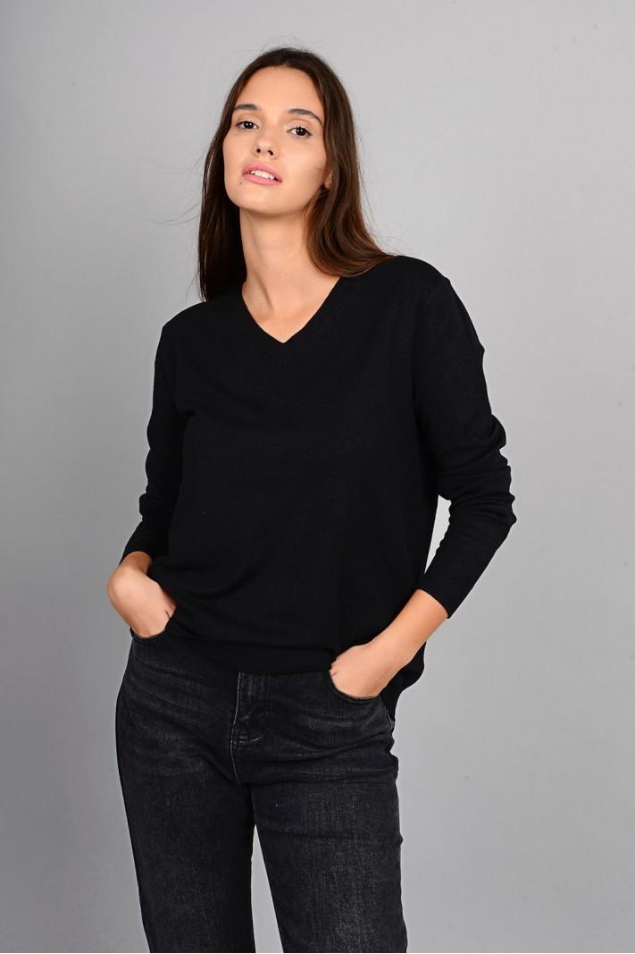 Oversized μπλούζα πλεκτή basic με v λαιμό μαύρη