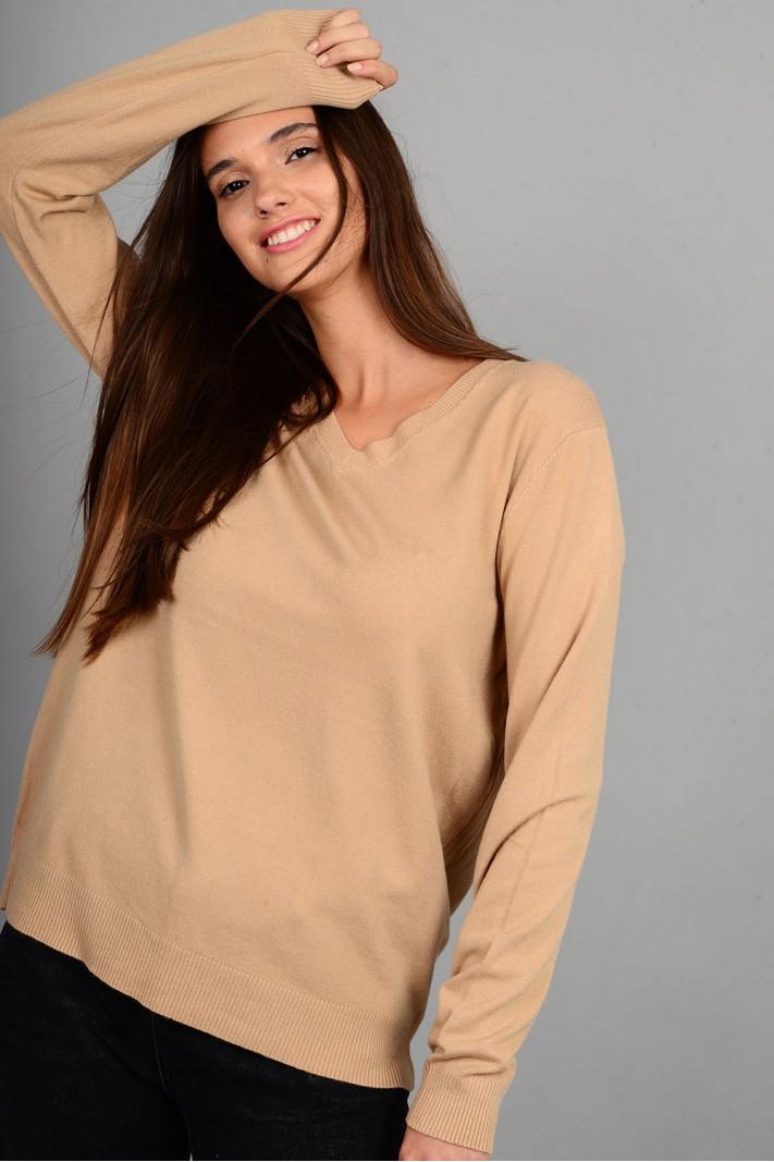 Oversized μπλούζα πλεκτή basic με v λαιμό κάμελ