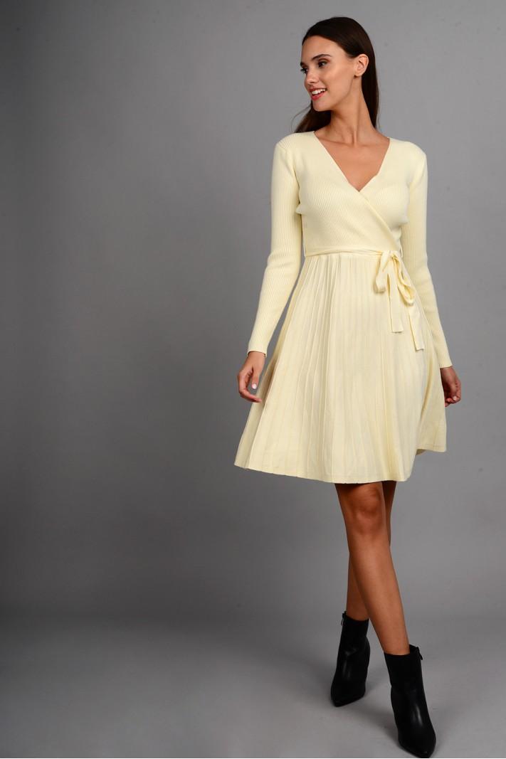 Φόρεμα μίντι πλεκτό σε άλφα γραμμή με ζωνάκι εκρού
