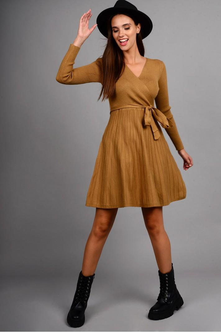 Φόρεμα μίντι πλεκτό σε άλφα γραμμή με ζωνάκι κάμελ