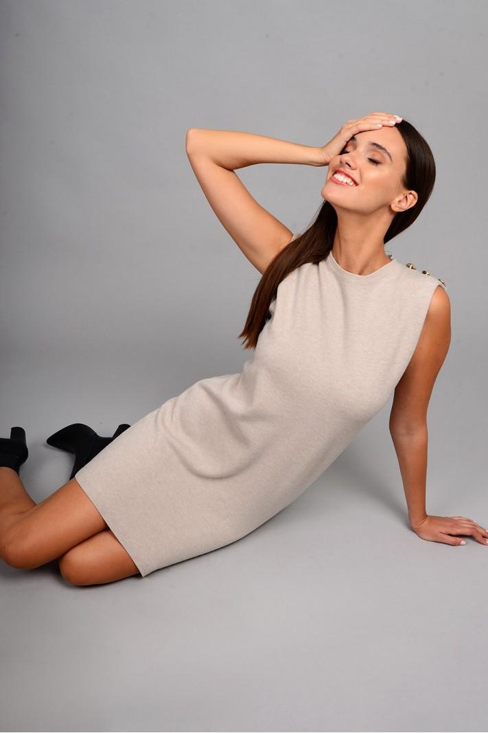 Φόρεμα μίντι πλεκτό αμάνικο με μεταλλικά κουμπιά μπεζ