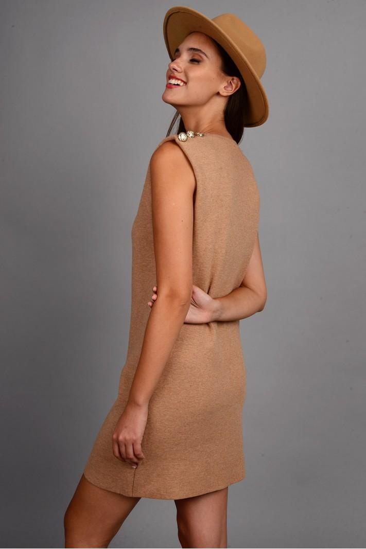 Φόρεμα μίντι πλεκτό αμάνικο με μεταλλικά κουμπιά κάμελ